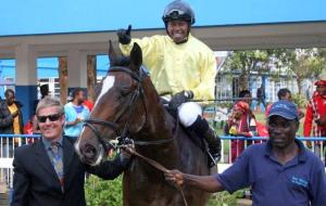 Muhannad with Alistair Fisher, jockey Athandiwe Mgudlwa and groom Enock Gwingwizha.