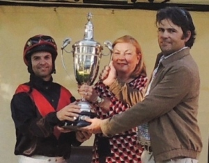 Francois Herholdt,  Jackie Cocksedge and Kirk Swanson with the Oaks trophy